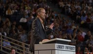 Pastor – Autor de Libros, Confronta A Estudiantes Para Vencer ElPecado.