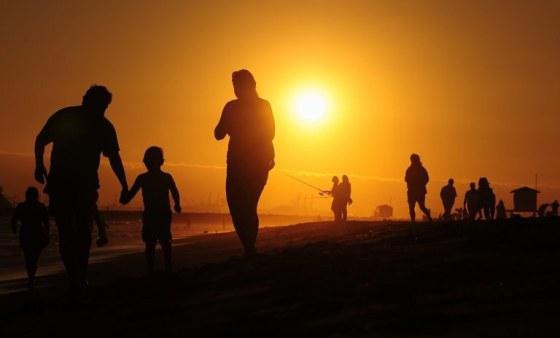 Personas - Amanecer - Playa