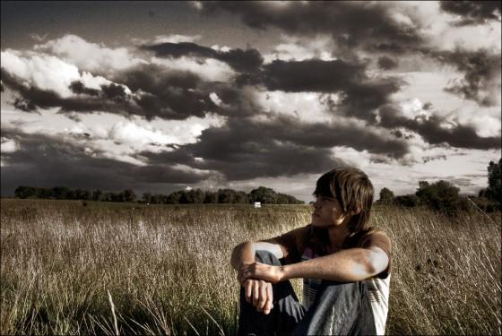 Joven - Campo - Esperar