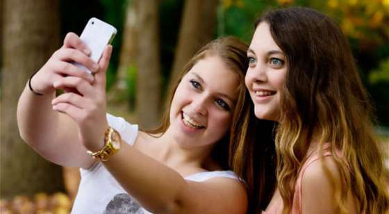 Selfie-teen-photo