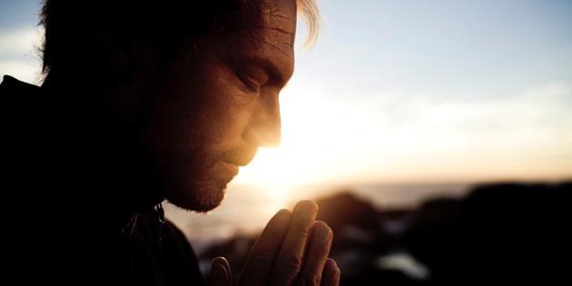 Hombre Orando - Destello - Sol