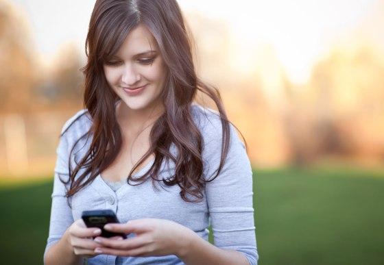 Joven Escribiendo SMS
