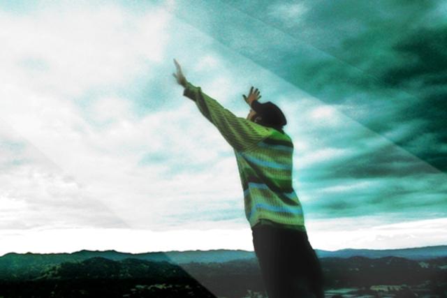 Hombre Manos Al Cielo - Confianza