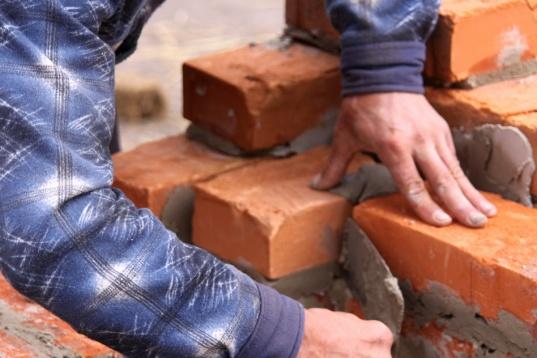 Construcción de edificio de mampostería de ladrillo