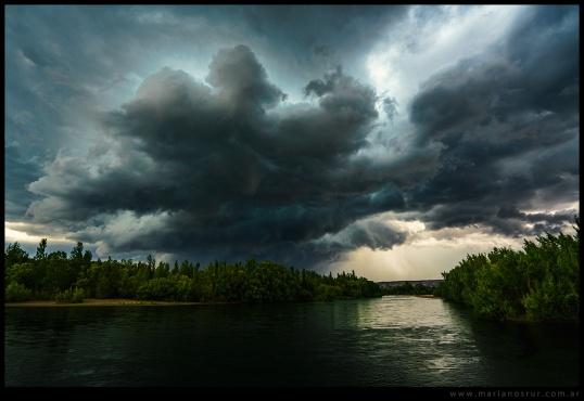 Tormenta-sobre-el-rio-Negro