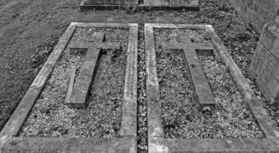 cross-graves-black-and-white