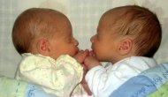 Mujer embarazada de gemelos casi tuvo un aborto, hasta que vio elultrasonido