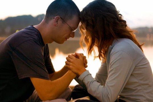 pareja-orando.jpg