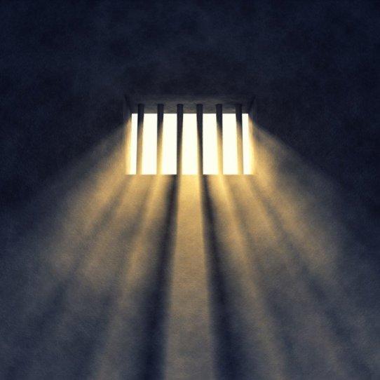 vinilos-interior-de-la-celda-de-prision-ventana-con-barrotes