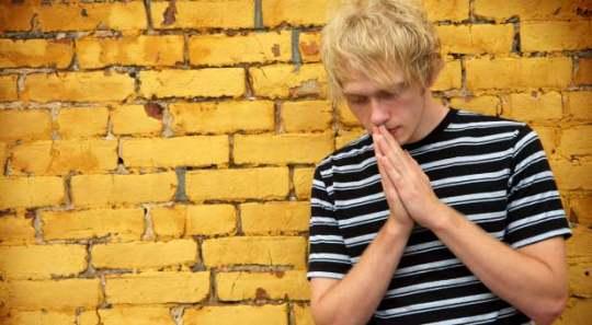 GettyImages-boy-praying-yellow