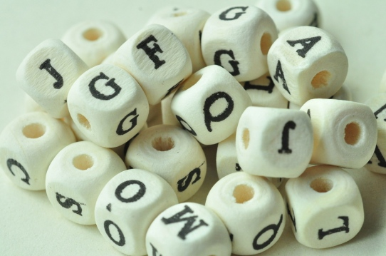 80pcs-White-Cube-Natural-Wood-Beads-with-English-font-b-Letters-b-font-Alphabet-font-b.jpg