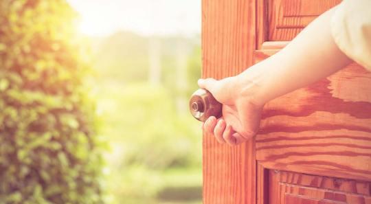 abrile-la-puerta-de-tu-corazon-a-jesus