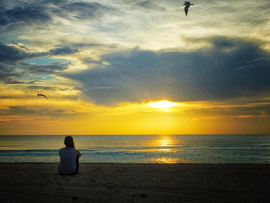amanecer-en-la-playa.jpg