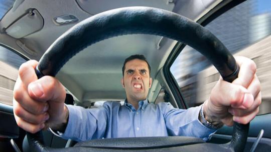 Los-grandes-riesgos-de-conducir-enojado
