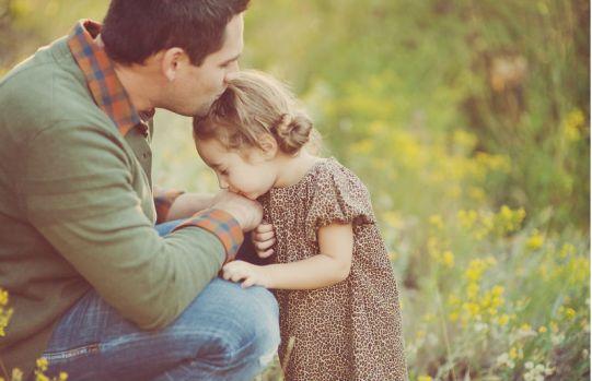 papa-besando-a-su-hija