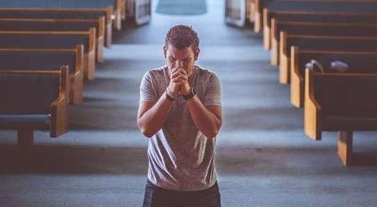 praying-man-alone