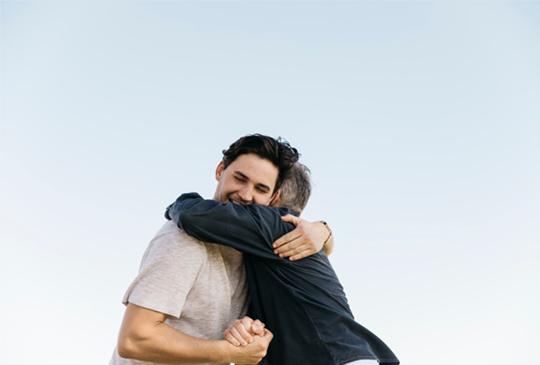 abrazo de padre